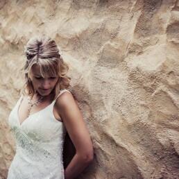 Wedding_photographer_photosession_bride_sand_wall