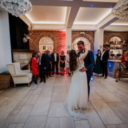 Wedding_photographer_reception_party_bride_and_groom_first_dance