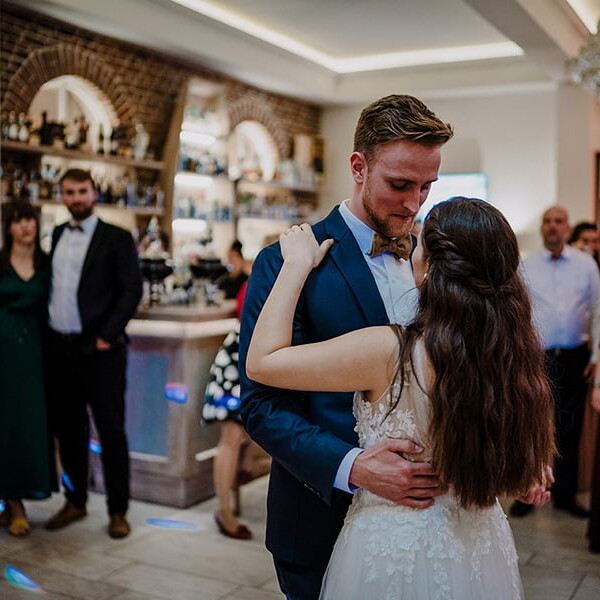 Wedding_photographer_reception_party_bride_and_groom_love_dance
