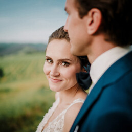 Wedding_photographer_reception_party_married_couple_bride_happy