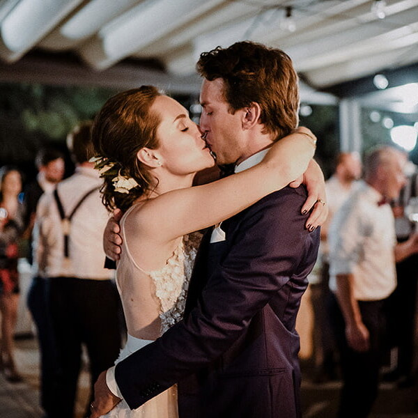 Wedding_photographer_reception_party_married_couple_kissing_night