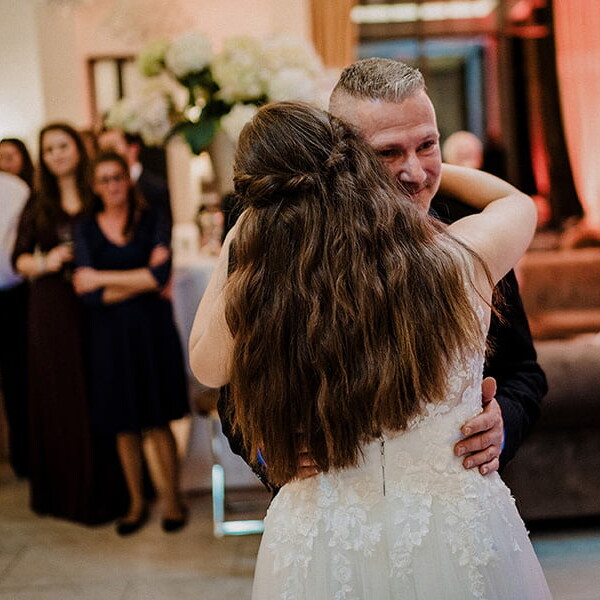 Wedding_photographer_recpetion_bride_hugging_father