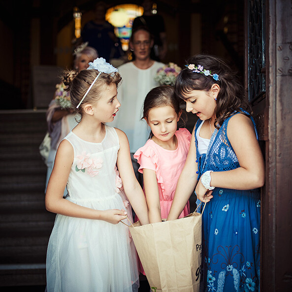 Wedding_photography_after_the_ceremony_little_girls_with_bag_rose_petals