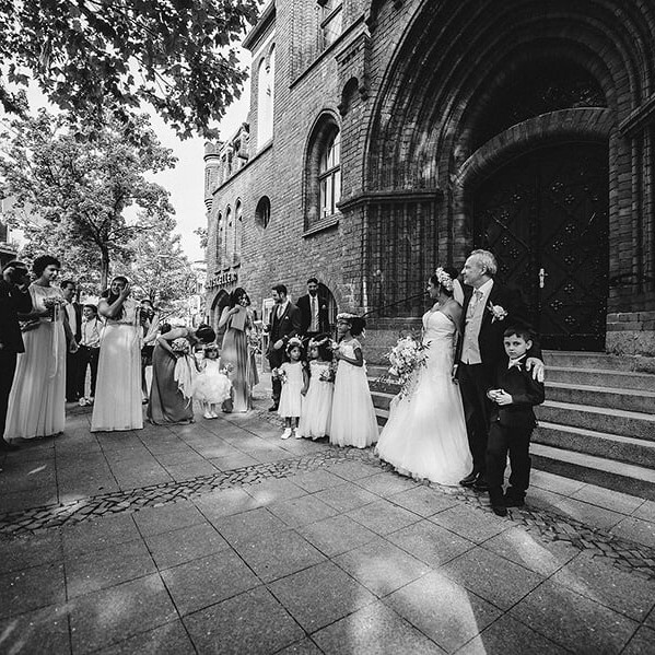 ceremony_exit_people_burgerhamt_berlin_kreuzberg_bride_man