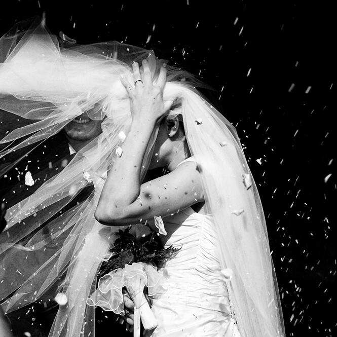 riso_sposi_velo_cerimonia_emanuele_pagni_photographer_fotografo_matrimoni