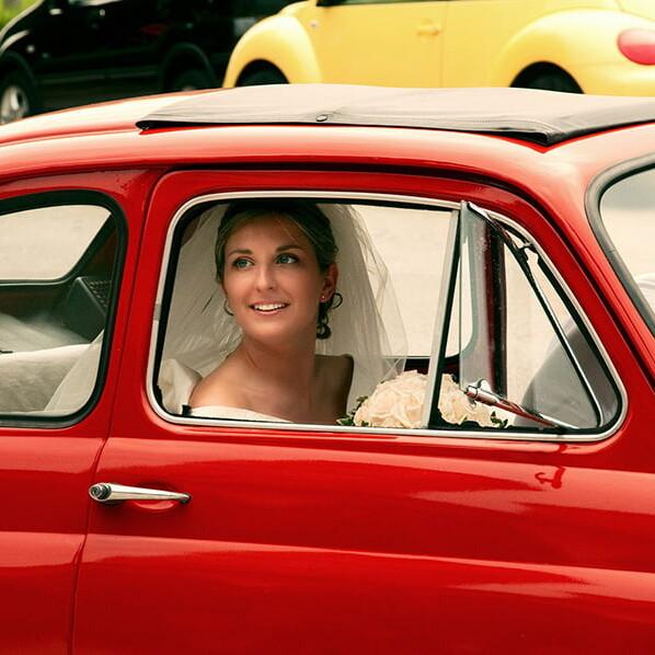 sposa_arrivo_bologna_firenze_berlino_sesto_fiorentino_calenzano_fiat_500_rossa_matrimonio_emanuele_pagni